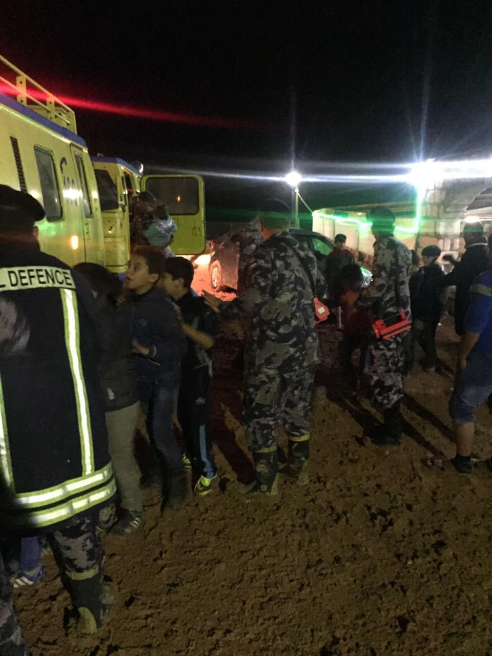 إنقاذ 80 طفلا سوريا علقوا بالطين في منطقة سد الوحدة باربد