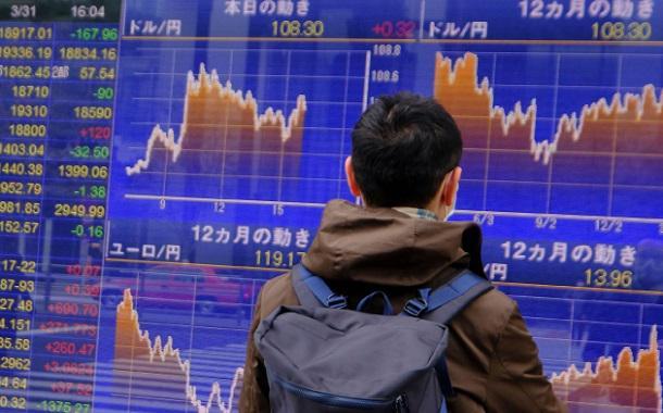 """""""كورونا"""" يستمر بضرب أسواق المال العالمية"""