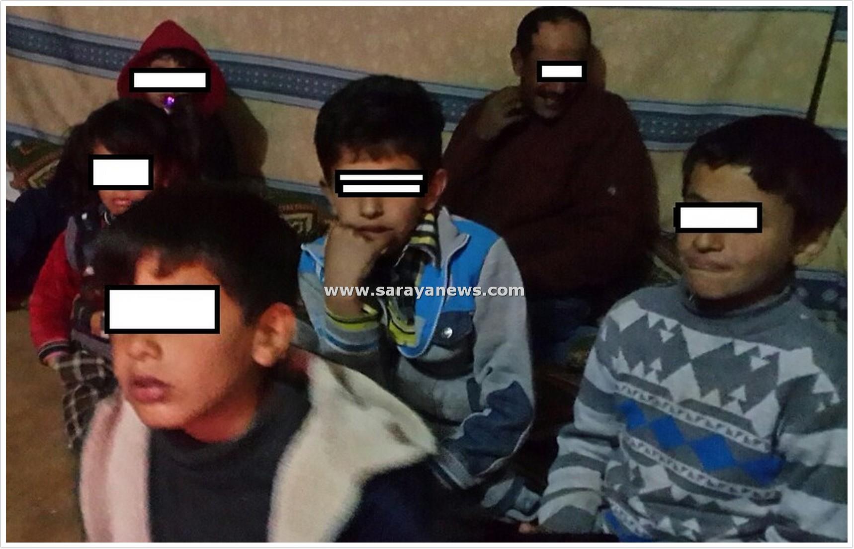 """عائلة اردنية من 7 افراد يعيشون في """" خيشة"""" بالزرقاء  ..  و وزارة التنمية تؤكد لهم : لا منزل لكم """"صور"""""""