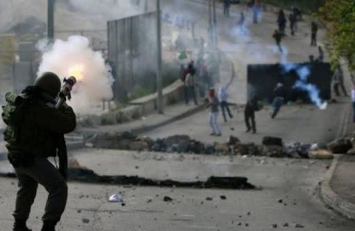 إصابات باختناق خلال مواجهات مع الاحتلال في طولكرم