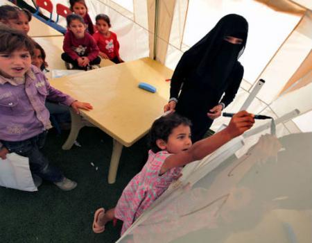 منح معلمي الصباحي فرصة تعليم السوريين مساءً