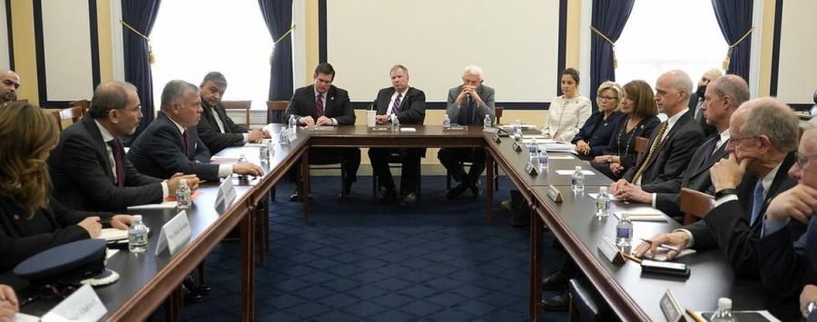 الملك يلتقي رئيس وأعضاء لجنة الخدمات العسكرية في مجلس النواب الأمريكي