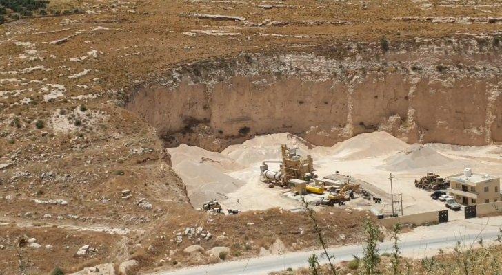 """شكاوى الأردنيين في بلدة شطنا من أضرار """"الكسارات"""" لا تتوقف"""