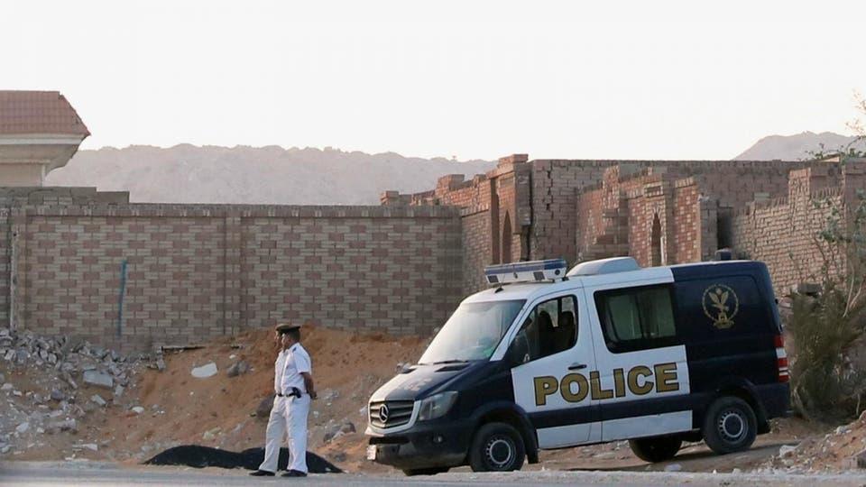 """بالصور  ..  شاهد المكان الذي دفن فيه """"محمد مرسي"""" وسط حراسة مشددة"""