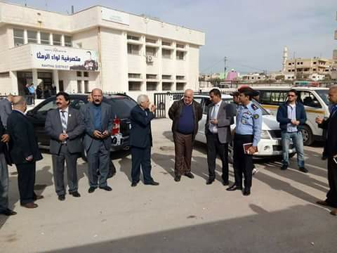 بالصور.. اردنيون من مختلف المناطق يستقبلون خادم الحرمين في عمان