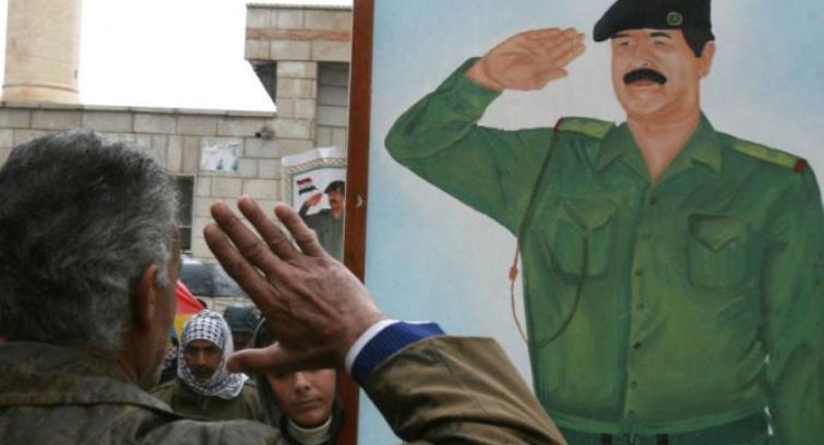 بالصور والفيديو  .. تفاعل قضية رفع صورة صدام حسين وفصل (3) طلبة في إحدى الجامعات العراقية