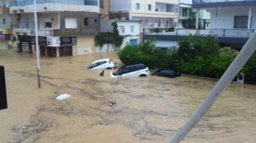 بالفيديو ..  فيضانات تضرب تونس وتخلف خسائر بشرية ومادية