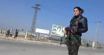 مسلحات على حواجز أمنية في حمص
