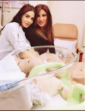 بالصور .. نجوى كرم تزور سيرين عبد النور وتهنئها .. الحمد لله عالسلامة أختي