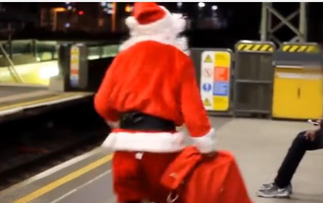 بالفيديو  ..  كاميرا خفية خطيرة جدا جدا سانتا عيد الميلاد 2017