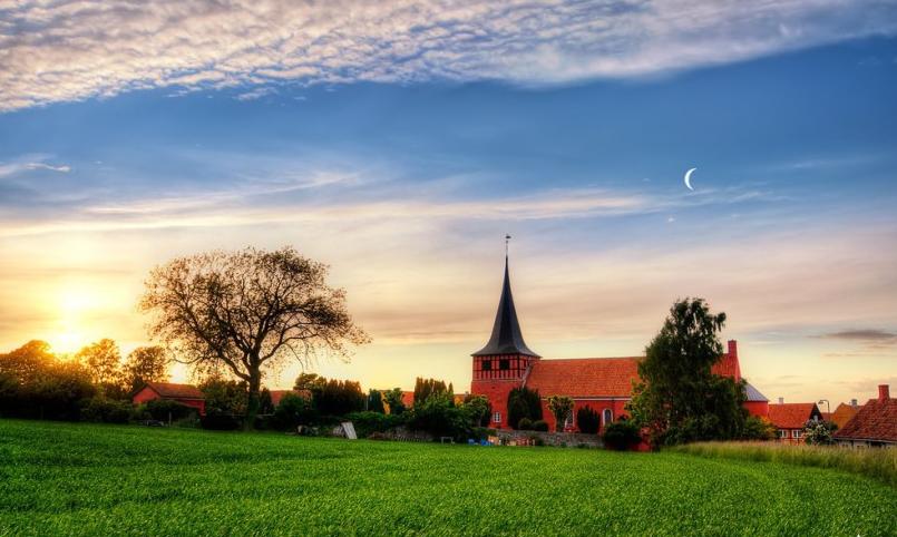 بالصور  ..  لماذا تعتبر الدانمارك من أفضل دول العالم للعيش ؟