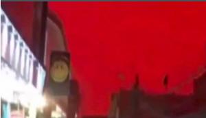 فيديو مروع ..  السماء تتحول إلى اللون الأحمر في العراق