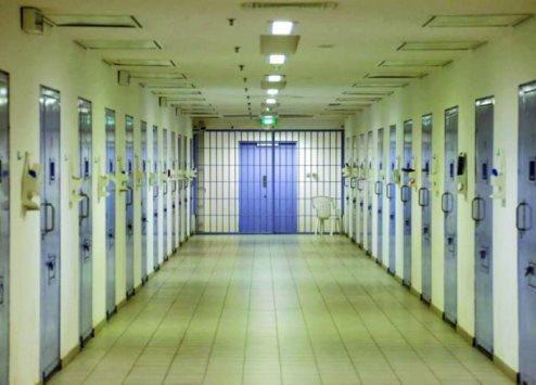 سجن قائد مدرسة سعودي لبصقه في وجه معلم