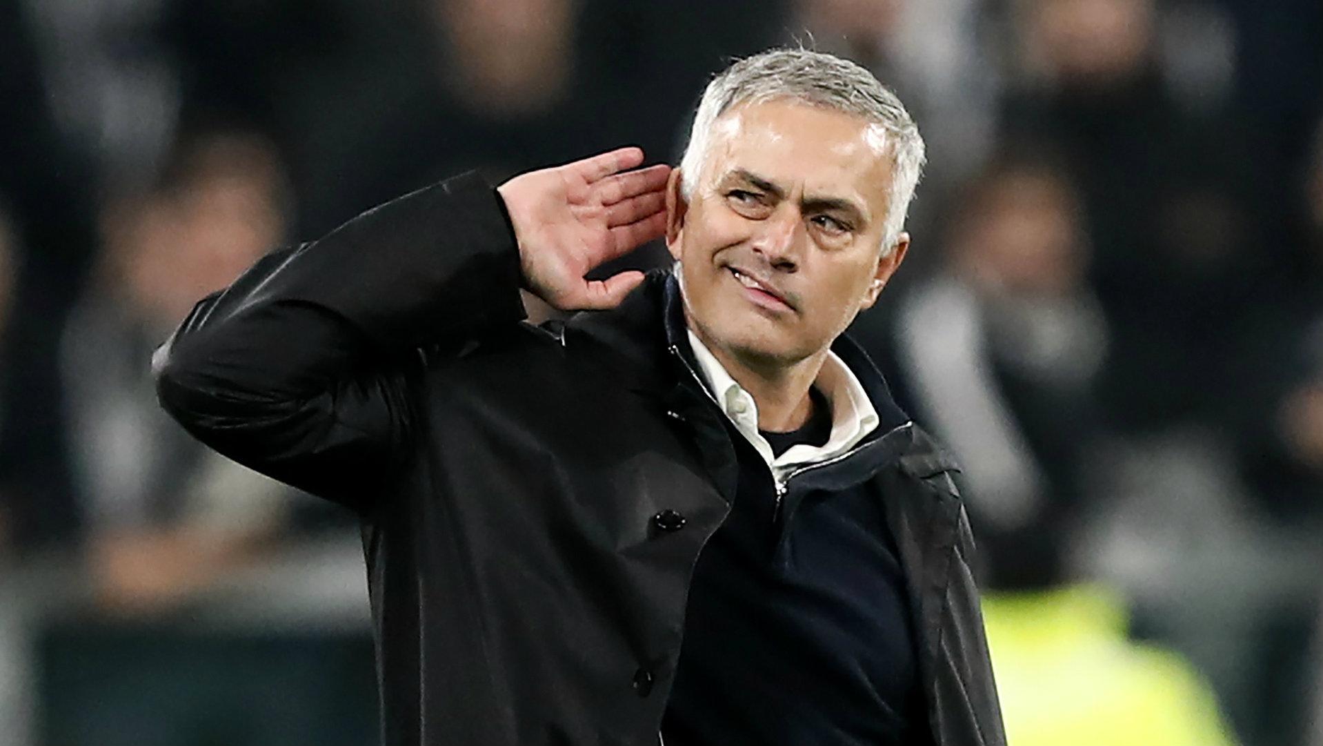 جمهور ريال مدريد يطالب بإقالة زيدان والتعاقد مع مورينيو