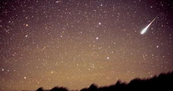 الأرض تشهد ظاهرة فلكية تملأ السماء بالشهب ليلة اليوم السبت