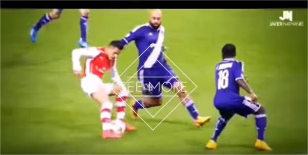 بالفيديو :السحر و الشعوذة في كرة القدم شاهد لاعب عند لمسه للكرة يطير في الهواء