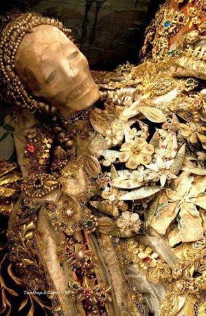 بالصور ..اكتشاف كميات من الذهب بـقيمة 300 مليون دولار في مقبرة النمرود وزوجته بالعراق
