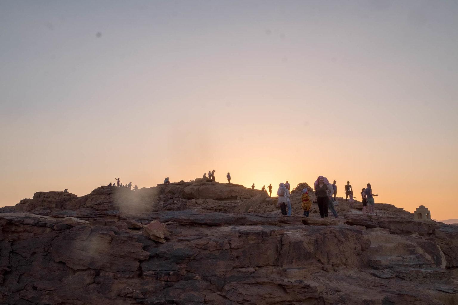 بالصور  ..  استمتع بتجربة السفر إلى صحراء الأردن