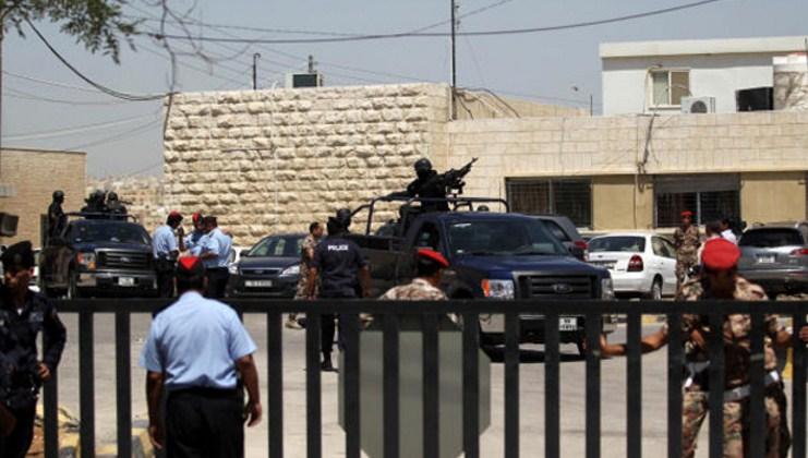 العقبة : سيدة تتزعم عصابة مسلحة مكونة من (16) شخصاً  و امن الدولة تحقق بالقضية .. تفاصيل