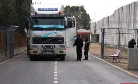 الاحتلال سحب 2000 تصريح وعطل 200 شركة في قطاع غزة