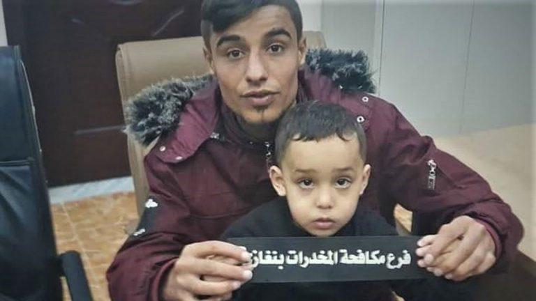 """ليبيا ..  ضبط شاب شجع طفلًا على تعاطي """"الحشيش"""" عبر بث مُباشر على """"فيسبوك"""""""