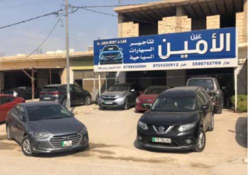 جسر الملك حسين: خسائر فادحة لمكاتب السيارات السياحية والعمومية والمحال التجارية
