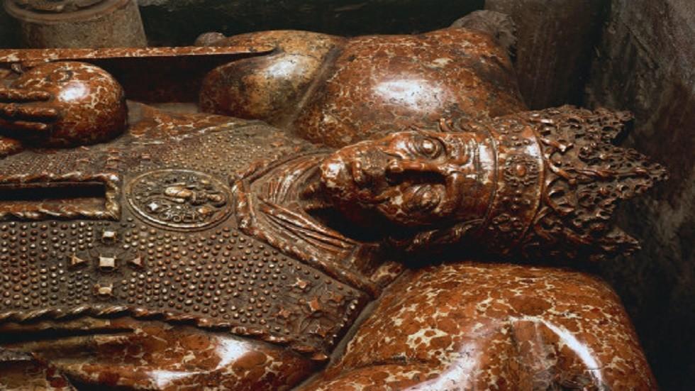 """مومياء غرق التيتانيك وبوق الحرب العالمية  ..  أشهر الآثار """"النحس"""""""