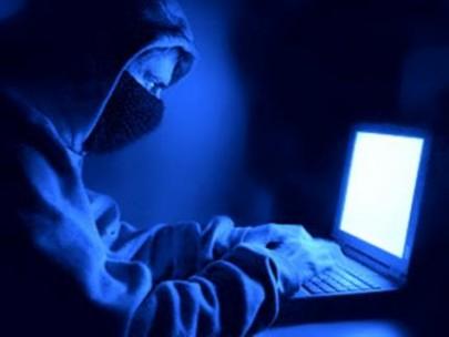 القبض على عصابة متخصصة بسرقة صفحات الفيس بوك