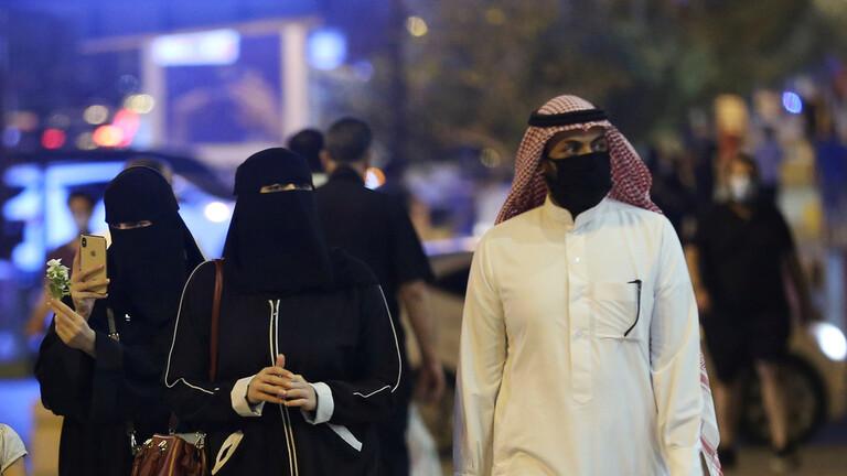 السعودية  ..  سيدة تنقل عدوى كورونا إلى 21 فرداً من أسرتها