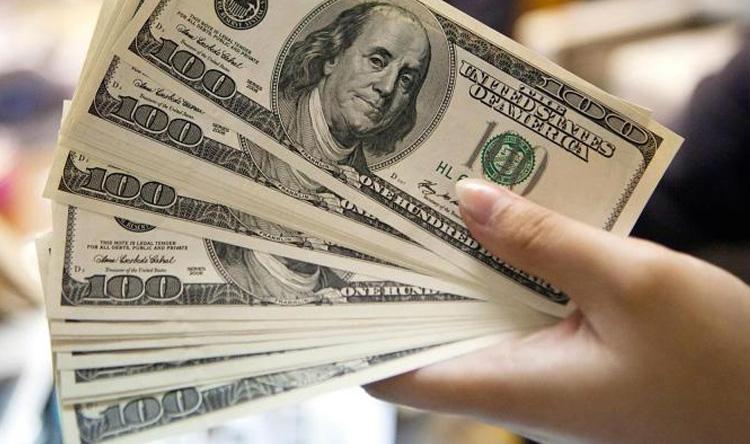 الدولار بصدد تكبد خسارة أسبوعية مع تراجع الثقة الاقتصادية
