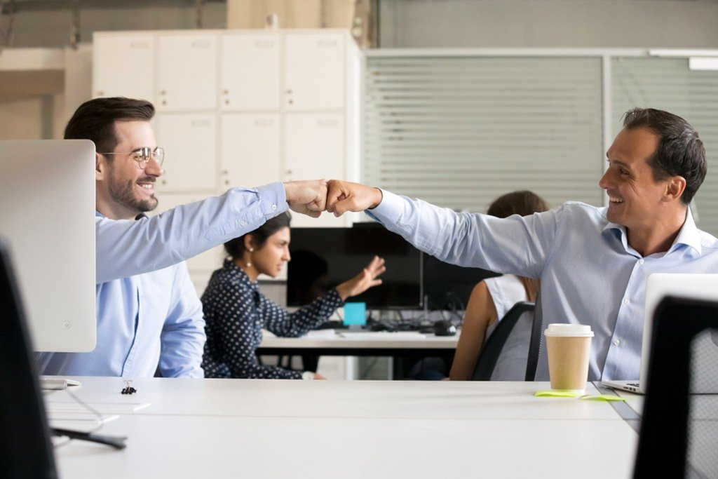 – رؤية اصدقاء العمل في المنام