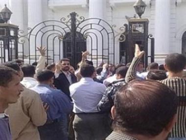 النباية تستمع لمواطن مصري يدعي ان سفارة الإمارات هددته بالقتل
