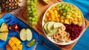 هكذا تحافظين على لون الفاكهة بعد تقطيعها!