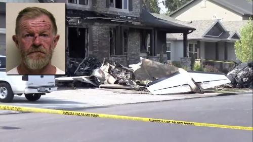 بالفيديو  ..  طيار يسرق طائرة و ينفذ هجوماً انتحارياً على منزله بسبب مشاكل مع زوجته