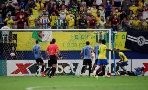 نيمار يقود البرازيل لاكتساح أوروجواي