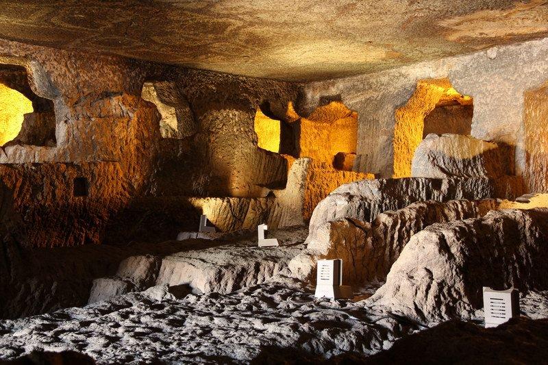 كنز كهوف أجانتا الهندية إلى النور بعد دفنها مئات السنين .. صور