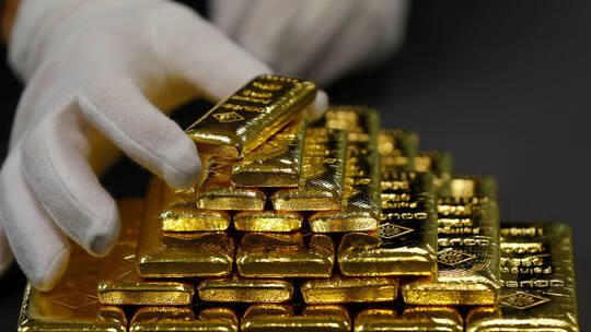 الذهب يحقق أفضل أسبوع في 6 أشهر