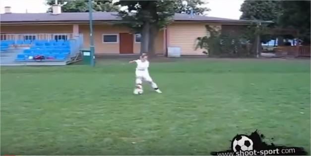 بالفيديو :طفل يمتلك مهارات كريستيانو رونالدو