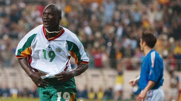 """وفاة نجم السنغال """"قاهر"""" الديوك في مونديال 2002"""