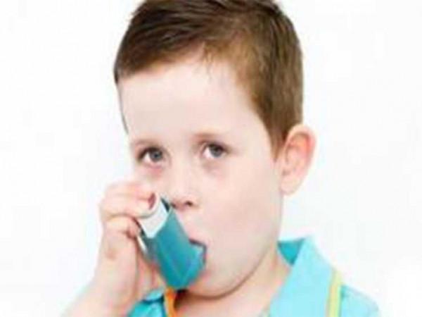 إذا كان طفلك مصابا بالربو ..  هكذا تحميه في الشتاء