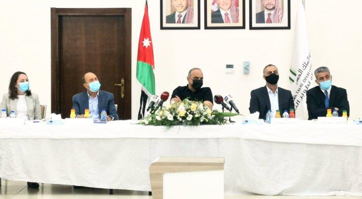 الخصاونة يطالب بتكاتف القطاعين العام والخاص لحل مشكلة البطالة في الأردن