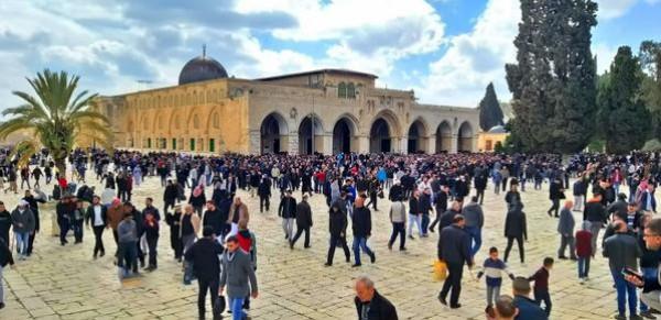 50 ألف مصل يؤدون صلاة الجمعة في المسجد الأقصى