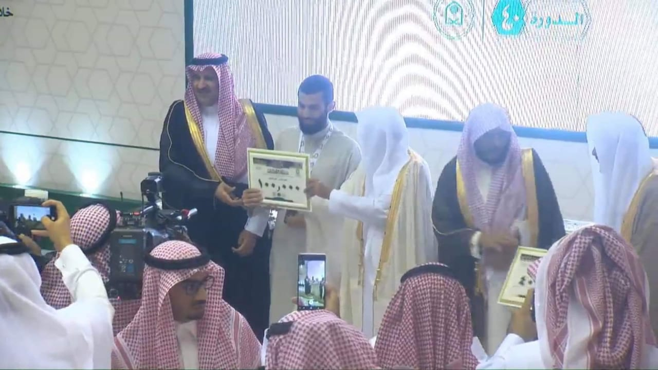 أردني يفوز بجائزة الملك عبدالعزيز لحفظ القران الكريم ويحصل على 100 الف ريال سعودي