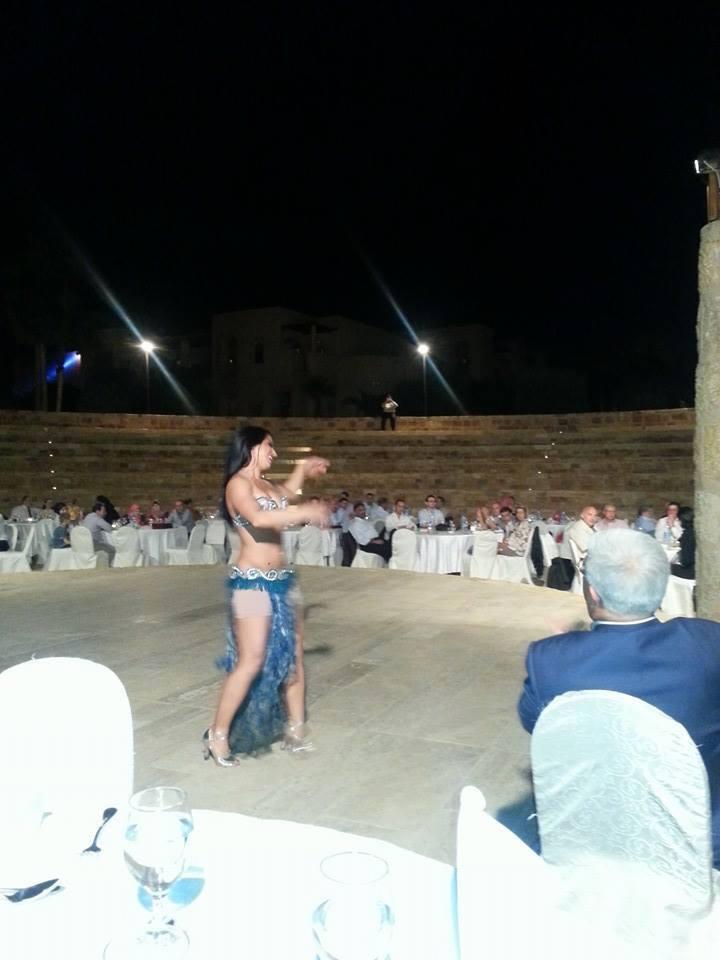 """بالصور  ..  مؤتمر طبي أردني بنكهة """" هز وسط الراقصة """" في البحر الميت"""