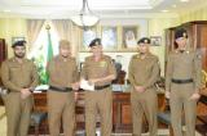 مكافأة 3 رجال شرطة لجهودهم بقضية مهمة في جازان