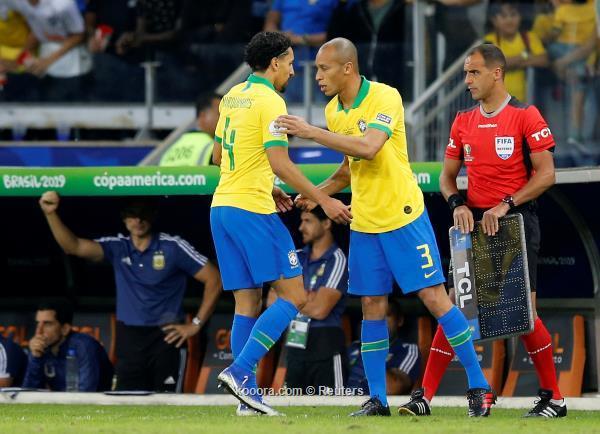 إصابة مدافع البرازيل واحتمال تغيبه عن نهائي