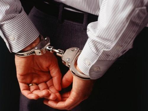 اعتقال مواطن اعتدى بالساطور على موظف بتوزيع الكهرباء