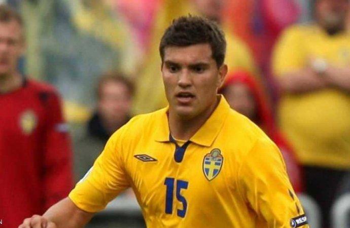 وفاة صاعقة لنجم كرة سويدي شاب تنبأ إبراهيموفيتش بتألقه