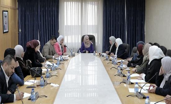 """""""أسرة النواب"""" تلتقي ممثلات عن المجالس المحلية بجرش"""