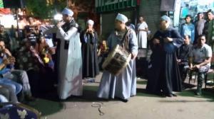 """""""أمي عاملة نفسها عروسة"""" ..  مصري يحول زفاف والدته إلى ساحة حرب"""